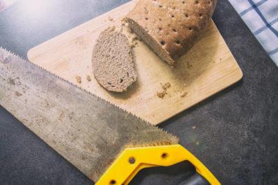 Un tozzo di pane secco - Breve Meditazione in Audio gratuito sulla Bibbia della Chiesa Evangelica Apostolica nel Nome di Gesù tratta da Proverbi 17:1