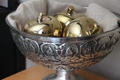 """""""Un Ornamento d'oro"""" - Breve Meditazione sulla Bibbia della Chiesa Evangelica Apostolica nel Nome di Gesù tratta da Proverbi 25:11-12"""