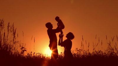 """""""Tuo padre e tua madre"""" - Breve Meditazione Sulla Bibbia della Chiesa Evangelica Apostolica nel Nome di Gesù tratta da Proverbi 30:11"""
