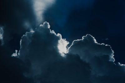 """""""Nuvole e Tenebre""""- Breve Meditazione Sulla Bibbia della Chiesa Evangelica Apostolica nel Nome di Gesù tratta da Salmi 97:2"""
