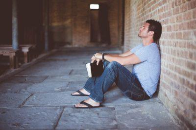 """""""La spazzatura del mondo"""" - breve Meditazione Sulla Bibbia della Chiesa Evangelica Apostolica nel Nome di Gesù tratta da 1 Corinzi 4:13"""