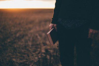 """""""Fede, non emozione """"-Breve Meditazione Sulla Bibbia della Chiesa Evangelica Apostolica nel Nome di Gesù tratta da 2 Corinzi 5:7"""